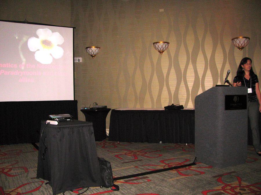 Marcela Mora presenting her program on <i>Paradrymonia </i>and <i>Nautilocalyx</i>