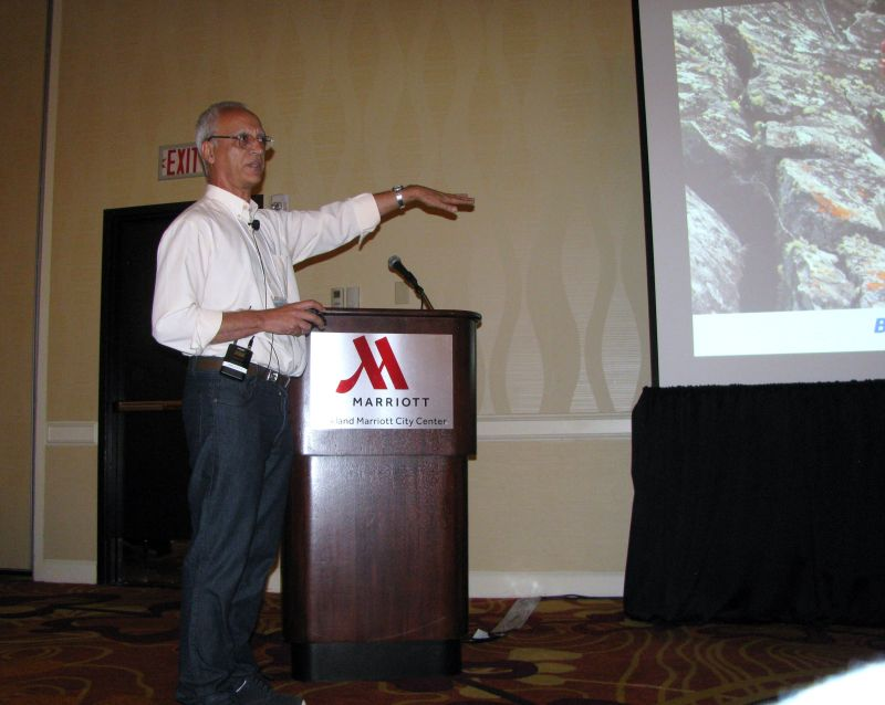 Mauro Peixoto presenting his program on gesneriads in Brazil