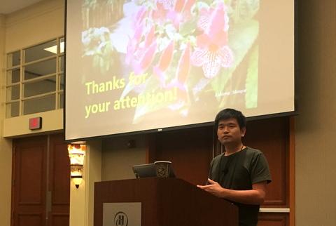"Qiu Zhi-Jing presenting his program ""Petrocosmeas at Fairy Lake Botanical Garden"""
