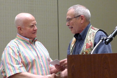 Paul Kroll receives his award for Artistic Sweepstakes from Paul Susi